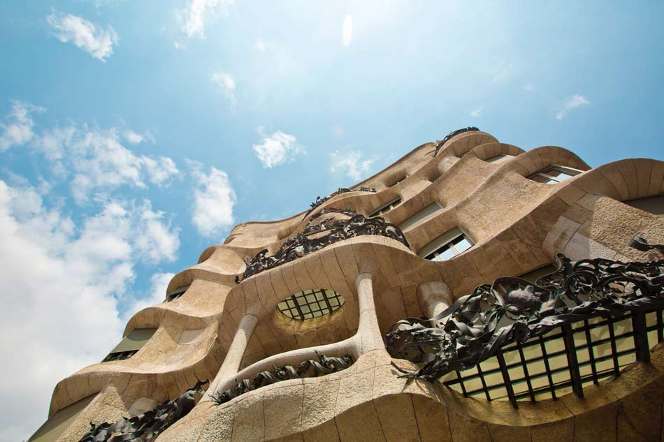 Comfort travel solutions. Barcelona city private tours